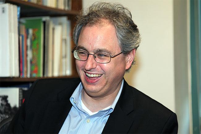 Charles Kenny, tác giả cuốn sách The Plague Cylcle.