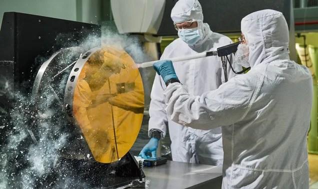 Así se limpian los espejos de un telescopio espacial: con hielo seco