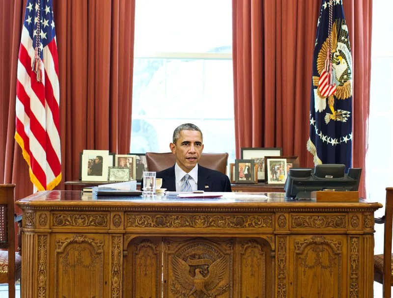 oval office chair extra heavy duty portable obama still hasn t figured out how to adjust height of desk