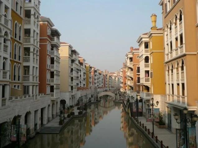 El extraño y fantasmal mundo de las ciudades-réplica chinas