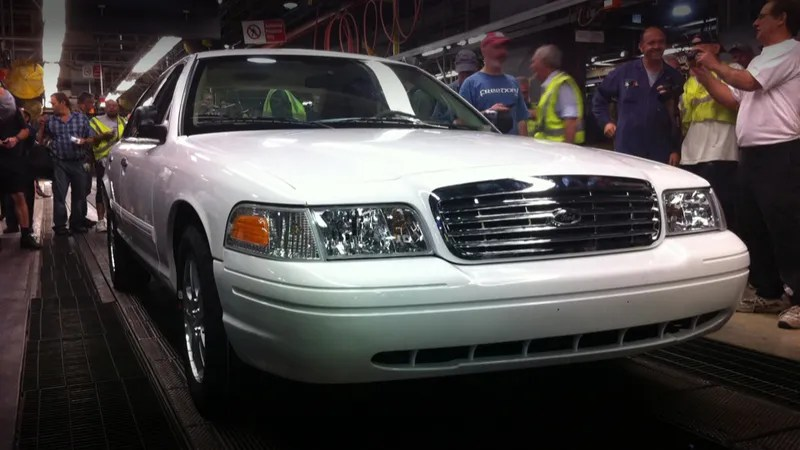 Coutning Cars Wallpaper The Last Ford Crown Victoria Ever Built