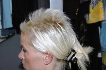 Woman Sues Salon After Dye Job Makes Her Hair Break Off