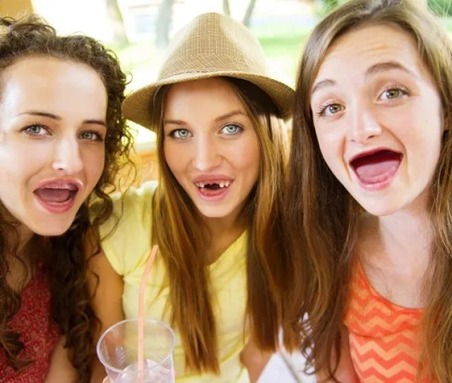 Disturbing Trend Teens Are Knocking All Their Teeth Out To Look More Like How They Imagine Emma Stone Will Look In  Years