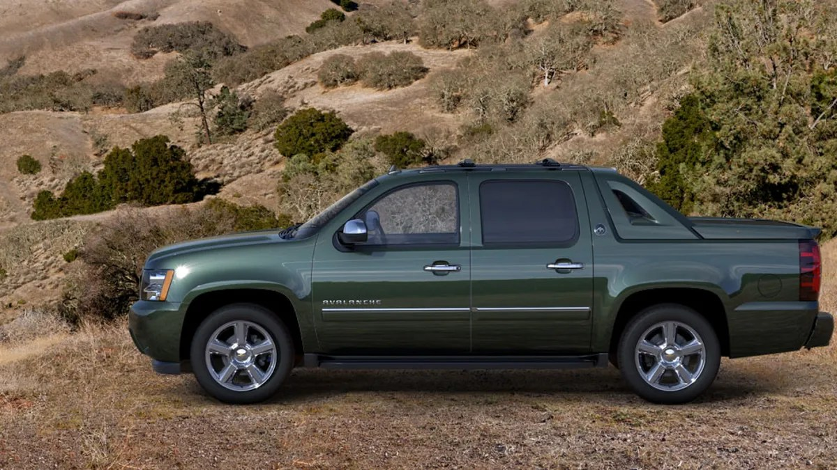 hight resolution of 04 chevy avalanche front bottom cadding