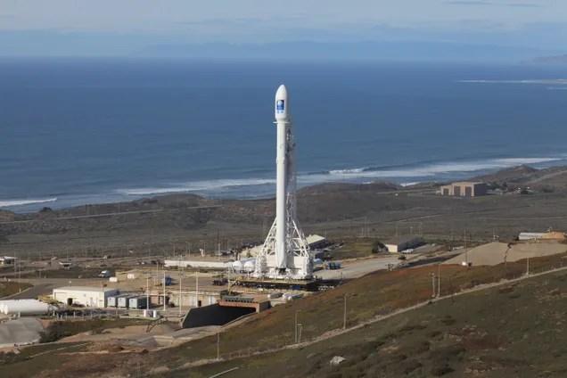Lorologio come SpaceX lancia un nuovo satellite delloceano e tenta un atterraggio della chiatta [VIVA!]