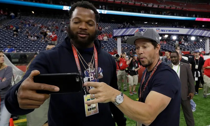 Michael Bennett takes a selfie with Mark Wahlberg before Super Bowl LI