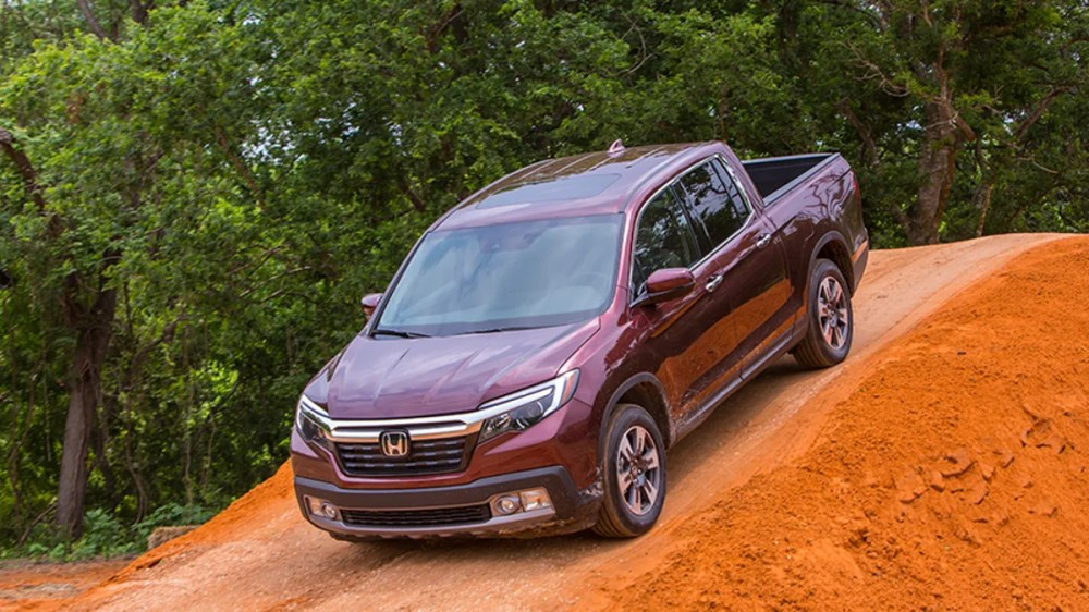 medium resolution of the 2017 honda ridgeline is solid but a little too much accord for its own good