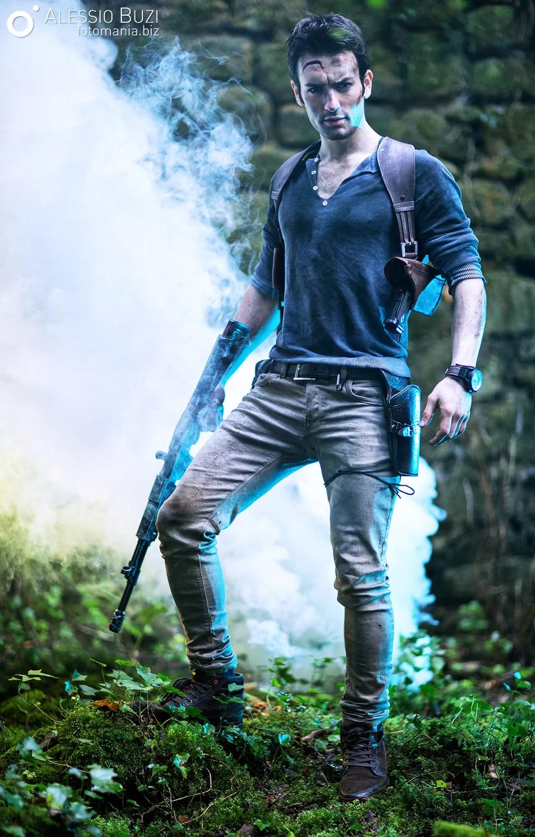 amazing nathan drake cosplay