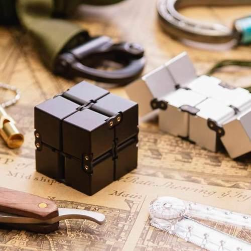 Игрушкаантистресс Infinity Cube