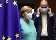 Merkel in front of a European parliament actor of the recovery plan