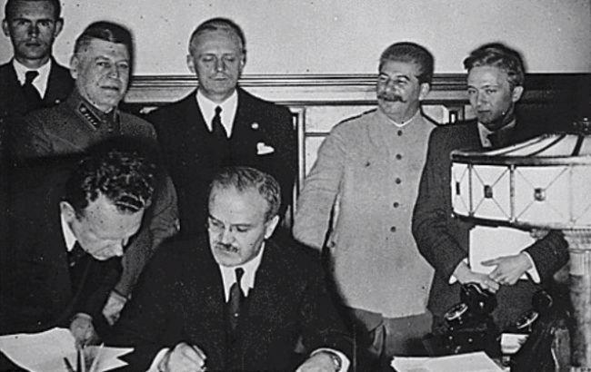 Подписание Пакта Молотова-Риббентропа в 1939 году