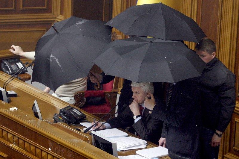 Спікер парламенту України Володимир Литвин під час голосування щодо ратифікації Харківських угод у парламенті, Київ, 27 квітня 2010 року