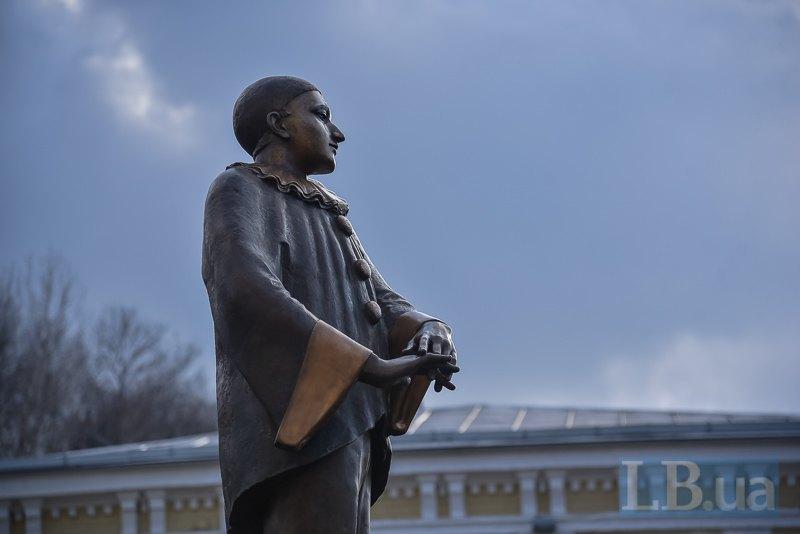 Памятник Александру Вертинскому в Киеве
