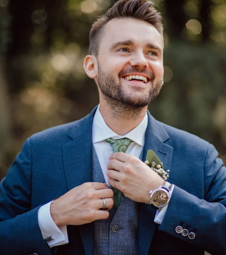 3D-printed customized cufflinks are a great gift for grooms and groomsmen