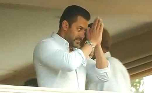 Gajendra Chauhan Should Listen to the Students, Says Salman Khan on FTII Controversy