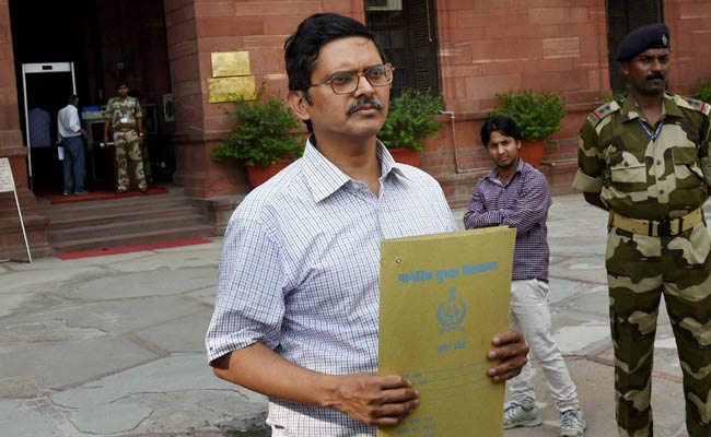 IPS Officer Amitabh Thakur, Among 2 Other Officers Forced To Retire In UP