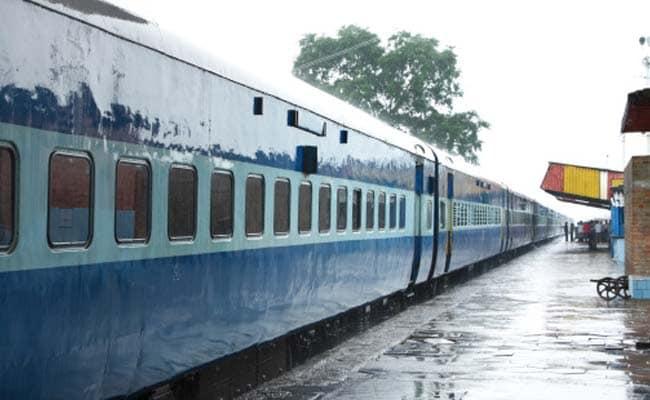 रेलवे की वेबसाइट से अब एक महीने में छह ही टिकट बुक करवा पाएंगे यात्री