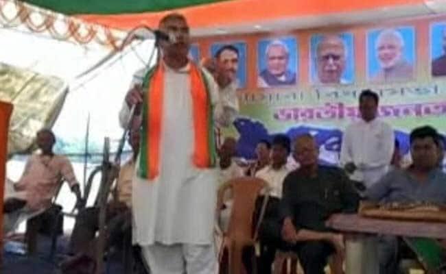 जादवपुर छात्रों को बंगाल के बीजेपी अध्यक्ष की धमकी, कहा - कैंपस से बाहर निकले तो खदेड़ देंगे