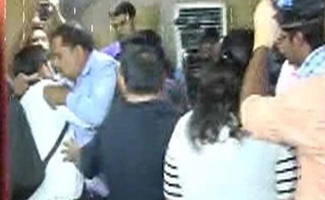 केजरीवाल पर जूता फेंकने से पहले वेद प्रकाश ने बीजेपी नेता को किया था फोन : AAP