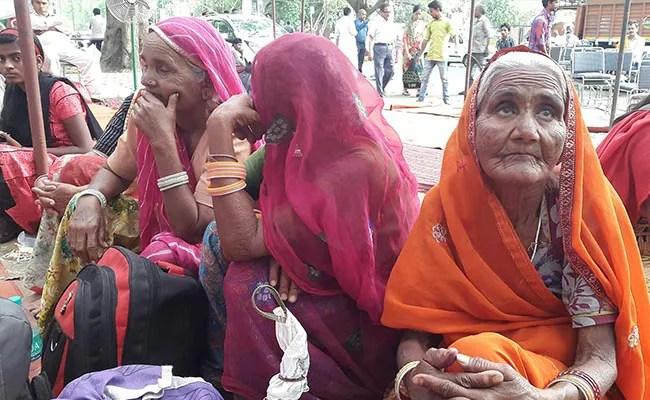 आखिर किस बात से नाराज बुजुर्ग पेंशनधारी पीएम मोदी को लौटा रहे हैं 7-7 रुपये...
