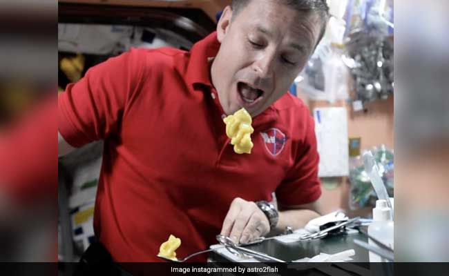 Whats It Like To Eat Pudding In Space Let This Astronaut