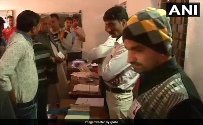 Madhya Pradesh Bypolls LIVE: Voter Turnout In Kolaras 35 Per Cent, 38 Per Cent In Mungaoli Till 12:30 PM