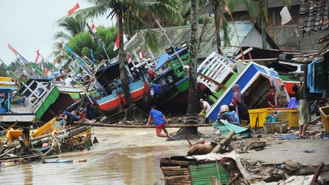 先救媽媽還是妻子? 艱難抉擇在印尼海嘯中真實上演 | 蘇門答臘島 | 新唐人中文電視臺在線