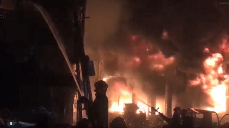 孟加拉首都暗夜大火 社區陷火窟至少56人葬身(視頻)   達卡   新唐人中文電視臺在線