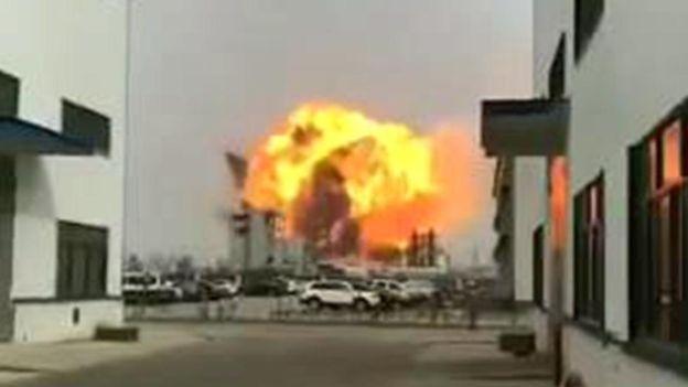 江蘇化工廠大爆炸引發3級地震 至少44死90人重傷   化工廠爆炸   江蘇鹽城   江蘇大爆炸   新唐人中文電視臺在線