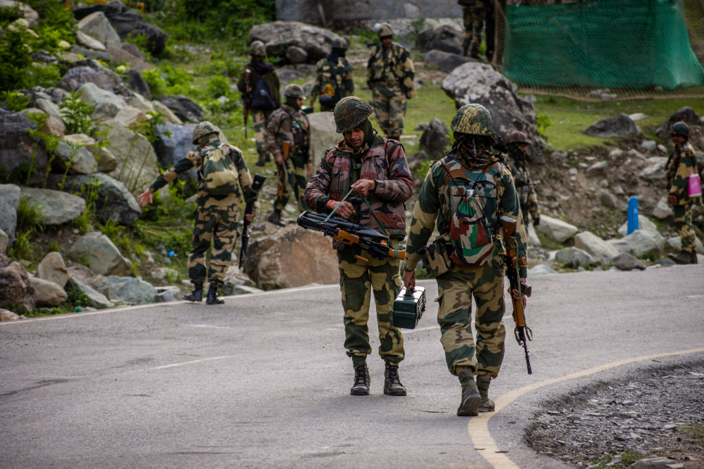 [新聞] 中印再爆衝突對峙升級 雙方增兵部署坦克 - 看板 Gossiping - 批踢踢實業坊