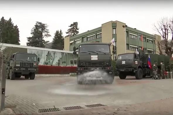 Военные автомобили проводят дезинфекцию в Италии