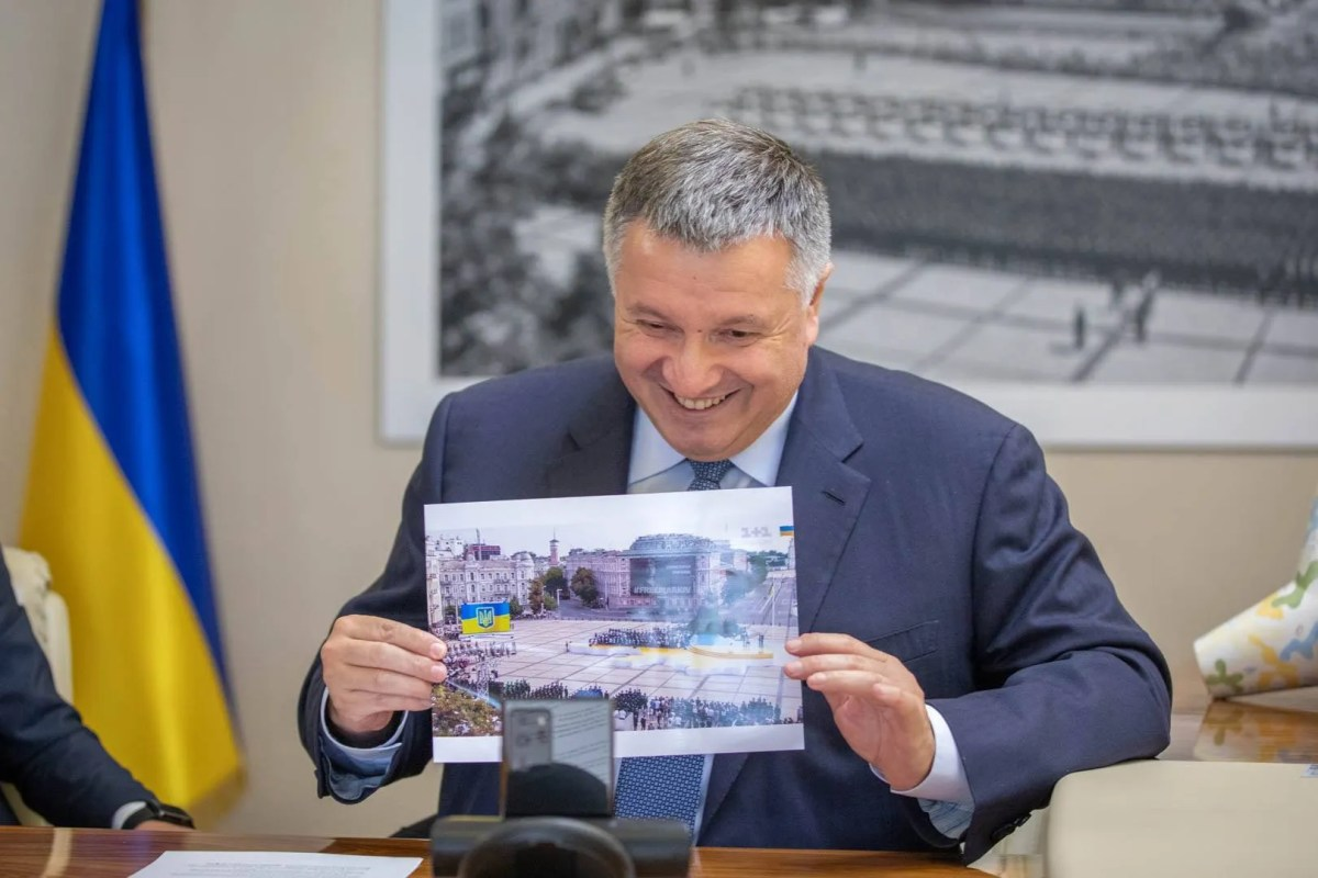 Аваков показав Віталію фото із Софійської площі.