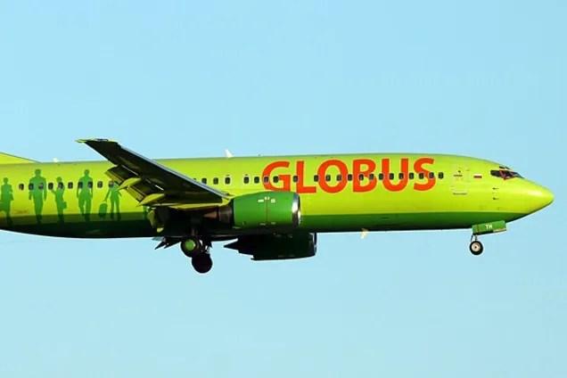 """Российский самолет Boeing-738 (авиакомпания """"Глобус"""")"""