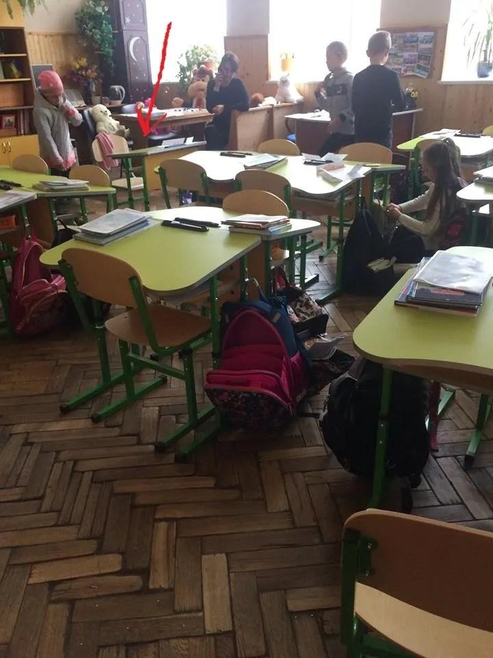 ''Відсадили від інших дітей'': в українській школі розгорівся новий скандал з приниженням через побори