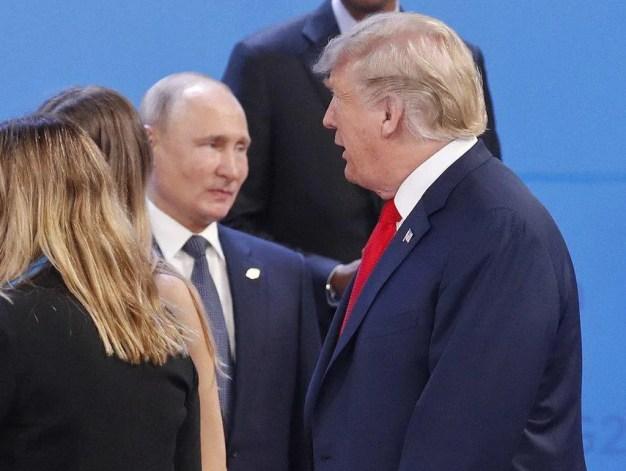 ''Дай пять, бро!'' Трамп не пожал руку Путину на G20