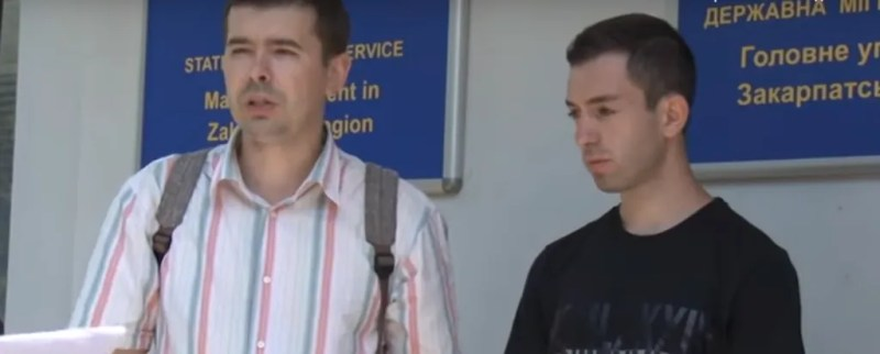 Карен разом із адвокатом Олександром Пересоляком домагаються громадянства