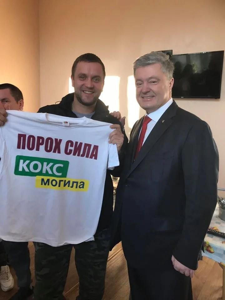 Петр Порошенко приехал в военный госпиталь