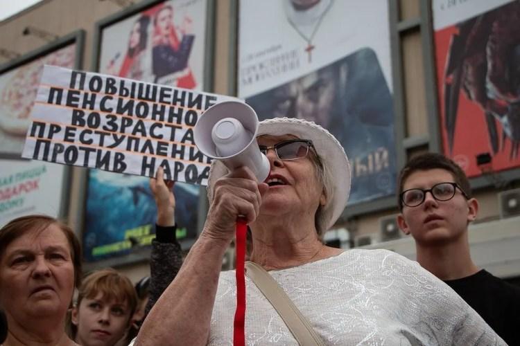 """""""Нужна большая война"""": чем грозит рекордный обвал рейтинга Путина"""