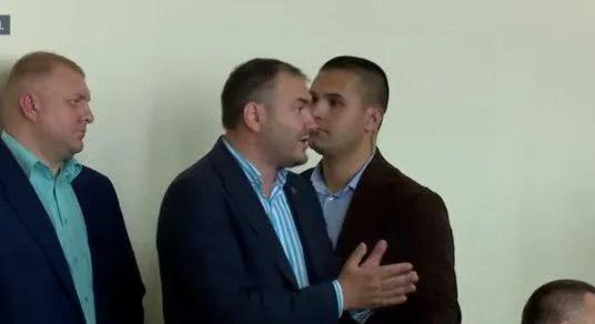 """""""Вийди звідси! Вийди, розбійнику!"""" Зеленський зі скандалом вигнав чиновника. Відео"""