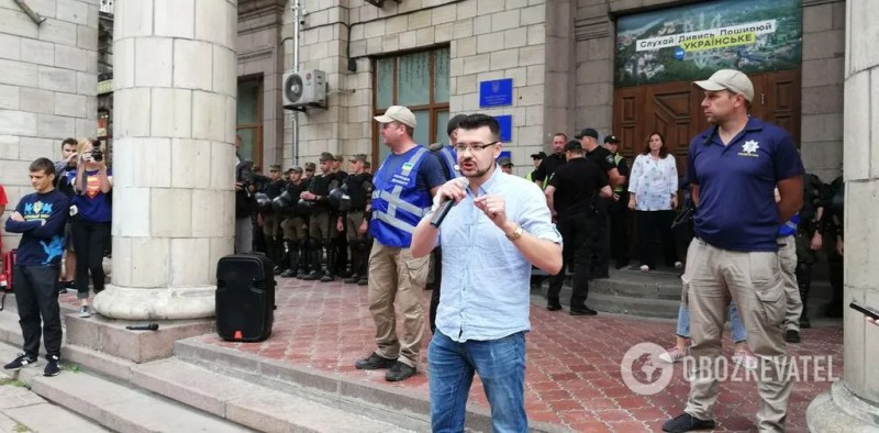 Мітинг біля будівлі Нацради