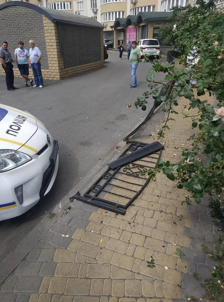 Свидетели предположили, что женщина-водитель перепутала педали авто