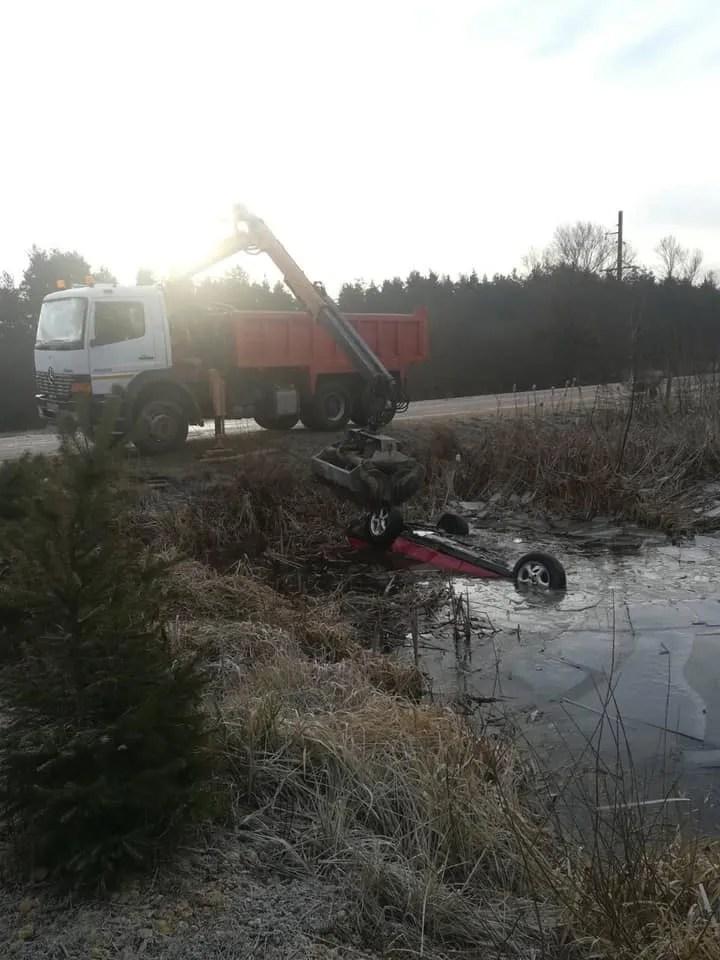 На Львівщині у водоймі знайшли авто з 4 тілами