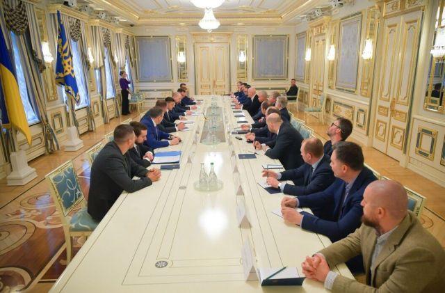 Зеленский провел встречу с олигархами: кого засняли СМИ