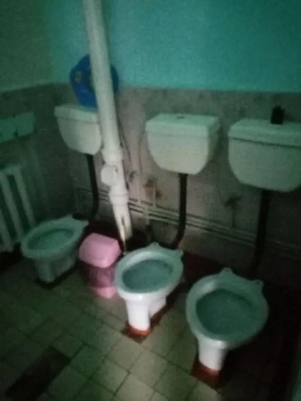 У туалетах немає води