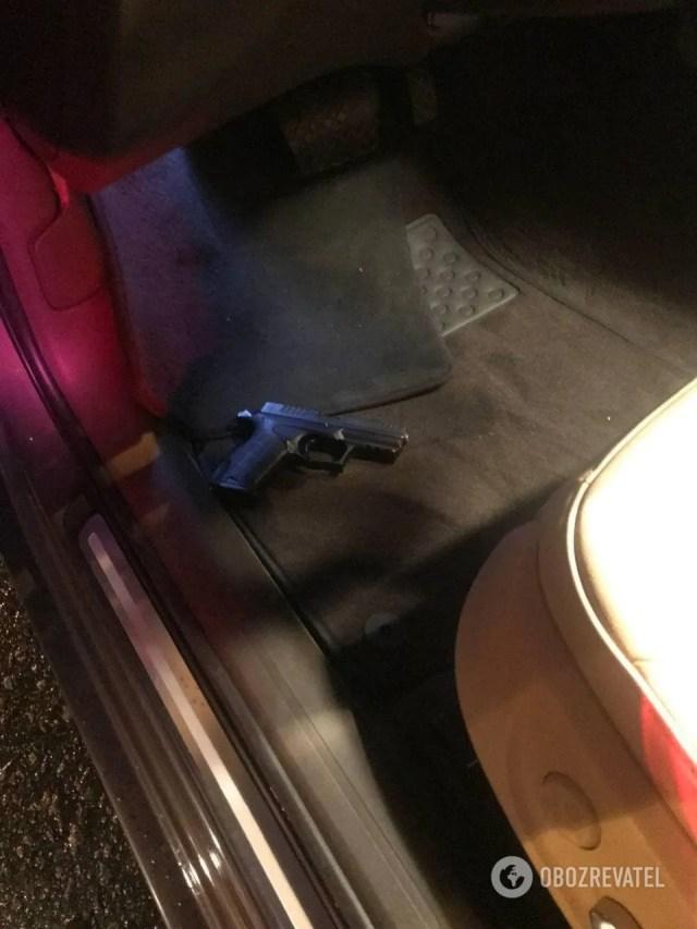 Пістолет виявився травматичним.