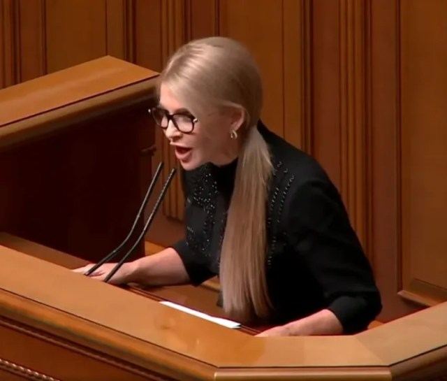Юлія Тимошенко вийшла на публіку в стильному образі