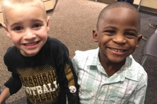 No one is born racist! Boy, 5, asks mom for haircut to look like his friend, wins everybody's hearts (photos)