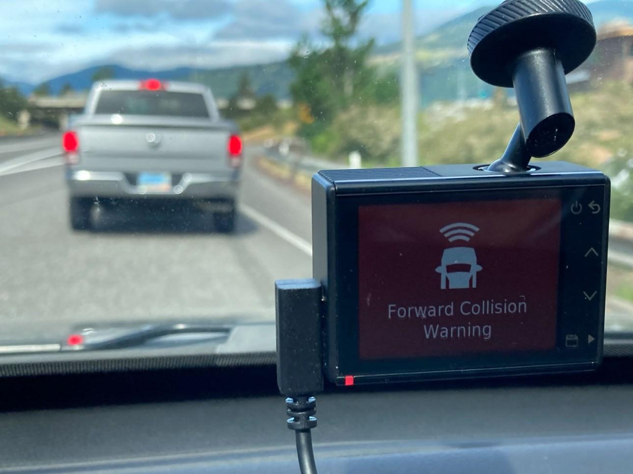 Предупреждение о столкновении с видеорегистратором Garmin Dash Cam 66W