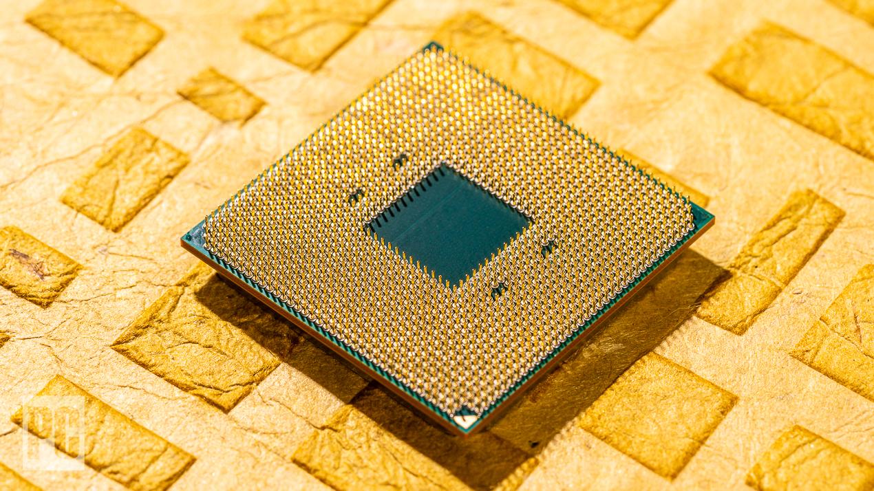 AMD Ryzen 7 5800X снизу
