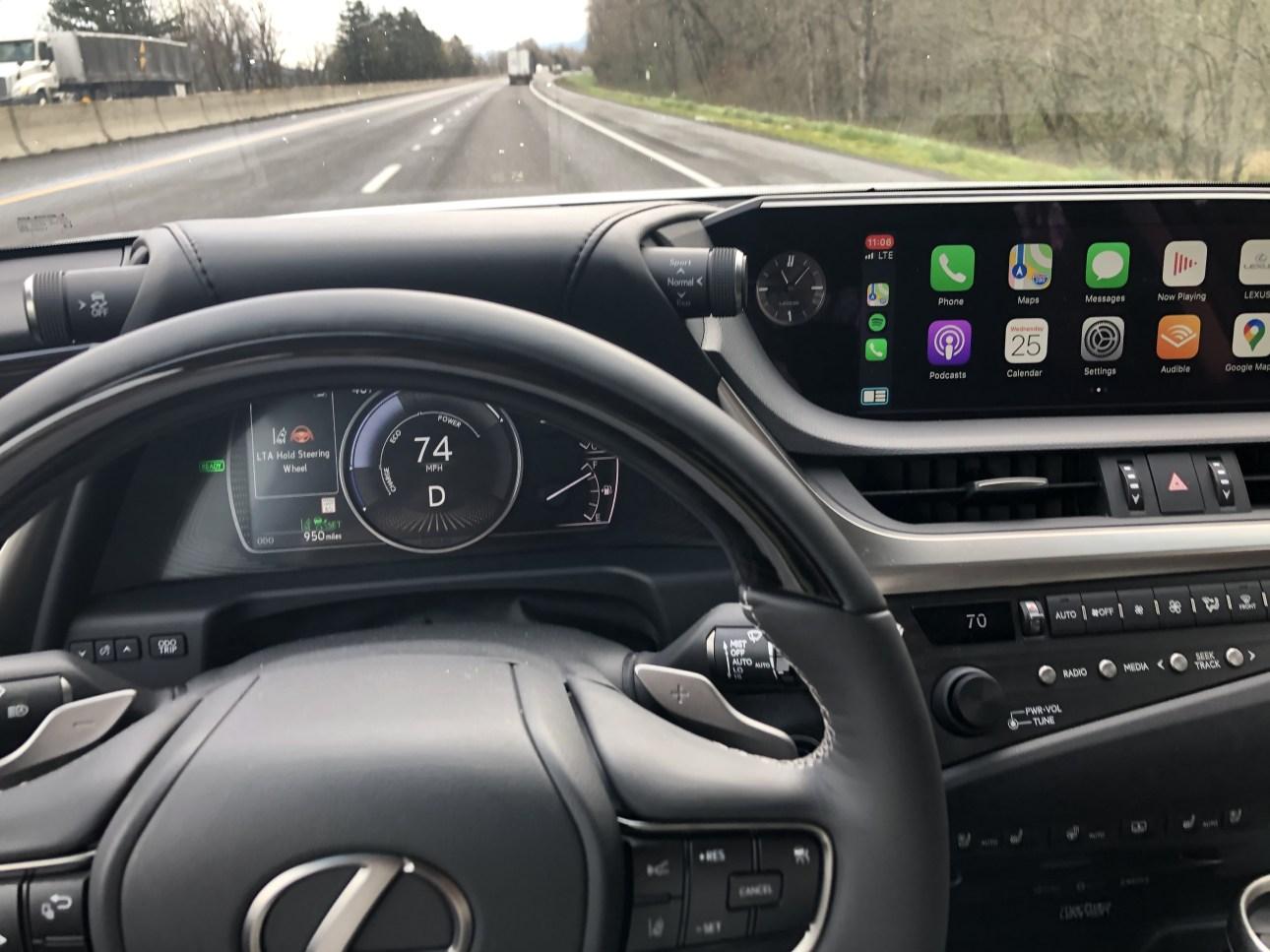 Панель приборов Lexus ES 300h 2020 года